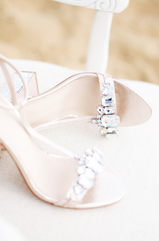 Wedding shoes | Catherine Noble Photography | see more on: http://burnettsboards.com/2015/11/bridals-british-beach/