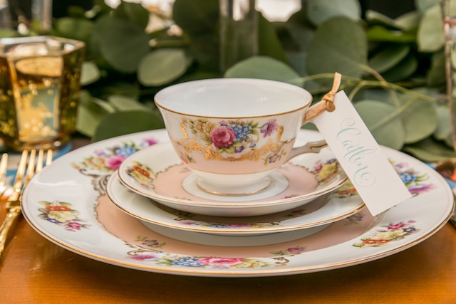 Vintage tea cup | K+B Photo | see more on: http://burnettsboards.com/2015/11/fun-flirty-bridal-shower/