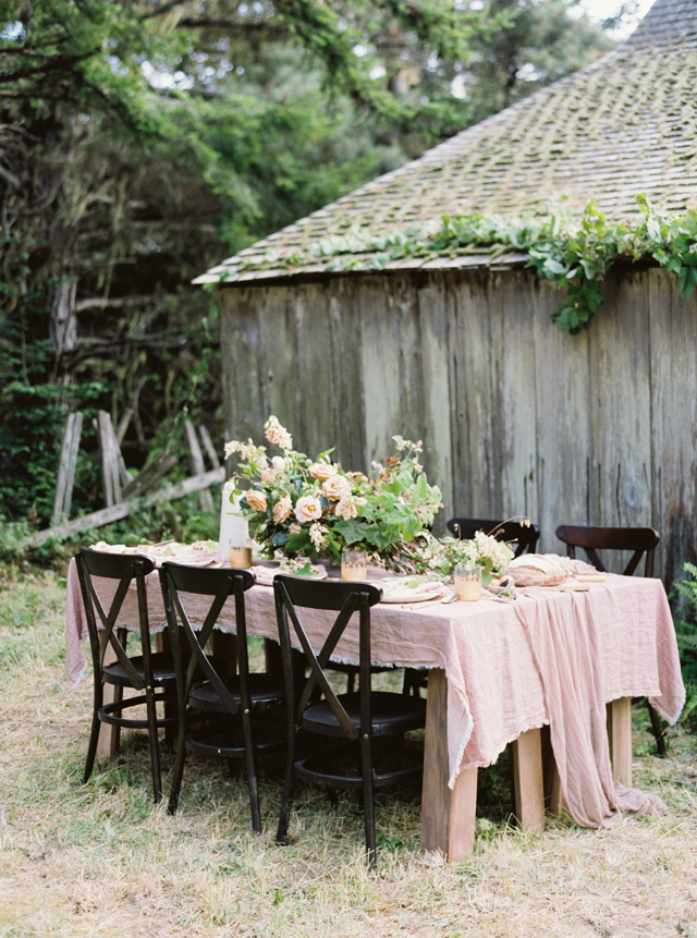 Rugged and romantic organic wedding tablescape | Tenth & Grace | see more on: http://burnettsboards.com/2015/11/modern-rugged-coastal-elegance/