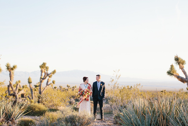 Utah wedding | M. Felt Photography | see more on: http://burnettsboards.com/2015/11/mid-century-modern-southwestern-wedding/