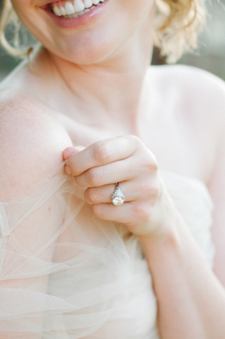 Vintage engagement ring | Tulip + Rose Photography | see more on: http://burnettsboards.com/2015/11/manets-luncheon-grass-wedding-inspiration/
