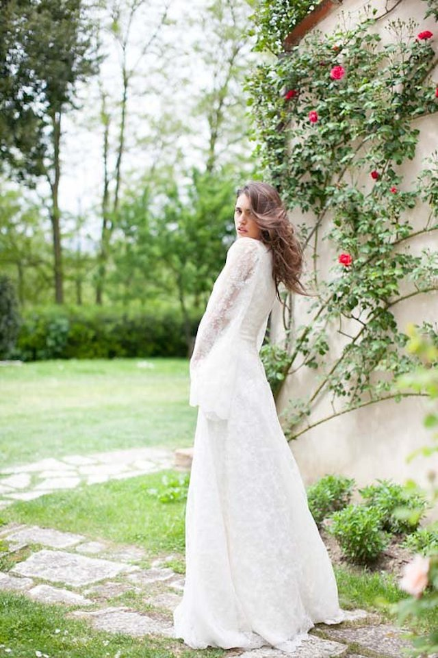 Lace long sleeve wedding dress | Roberta Facchini Photography | see more on: http://burnettsboards.com/2015/11/italian-bridal-preparation-inspiration/