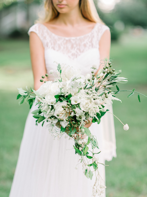 white and green bouquet - photo by Pasha Belman Photography http://ruffledblog.com/bohemian-styled-southern-wedding-inspiration