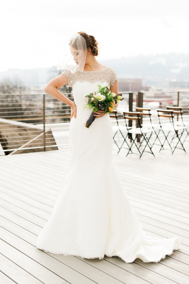 Rooftop wedding | Christa Taylor Photography | see more on: http://burnettsboards.com/2015/11/urban-industrial-rooftop-wedding/