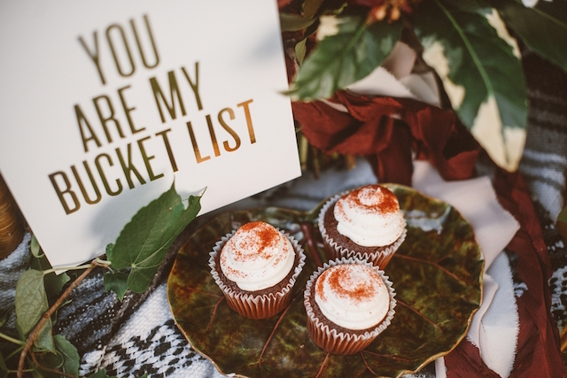 Cupcakes | Jessi Field Photography | see more on: http://burnettsboards.com/2015/11/stylish-elopement-wedding/