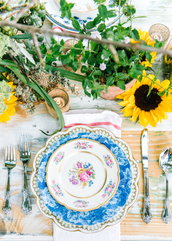 vintage china place setting - photo by Pasha Belman Photography http://ruffledblog.com/bohemian-styled-southern-wedding-inspiration