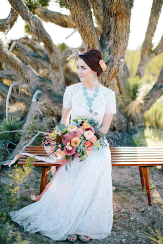Southwestern bridal style | M. Felt Photography | see more on: http://burnettsboards.com/2015/11/mid-century-modern-southwestern-wedding/