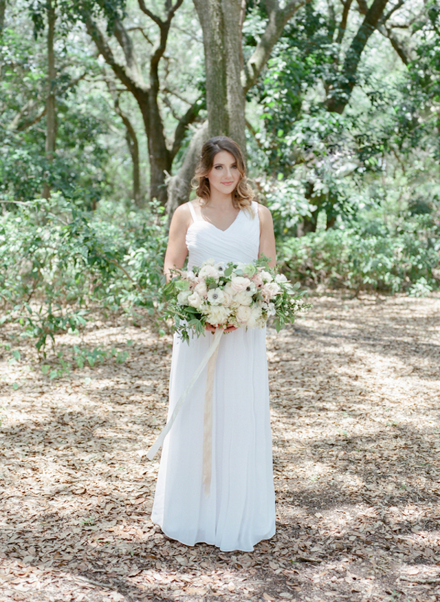 Blush outdoor bridal session http://burnettsboards.com/2015/11/blush-green-outdoor-bridal-session/