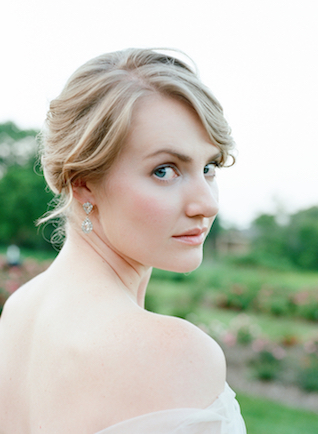Natural wedding makeup | Tulip + Rose Photography | see more on: http://burnettsboards.com/2015/11/manets-luncheon-grass-wedding-inspiration/