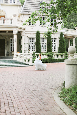 Chateau wedding | Ivy & Stone Photography | see more on: http://burnettsboards.com/2015/11/world-european-romance-themed-wedding/