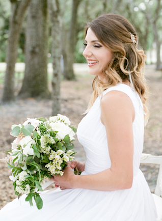 Outdoor bridal session | Stephanie Rawcliffe Photography | see more on: http://burnettsboards.com/2015/11/blush-green-outdoor-bridal-session/