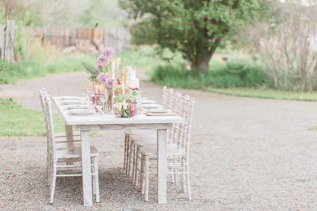 Chic farm wedding reception | Chris Loring Photography | see more on: http://burnettsboards.com/2015/12/roots-shoot-an-elegant-organic-farm-wedding/
