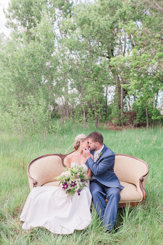 Colorado farm wedding | Chris Loring Photography | see more on: http://burnettsboards.com/2015/12/roots-shoot-an-elegant-organic-farm-wedding/