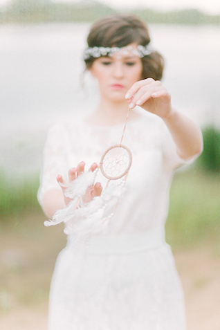 Bride with dreamcatcher | Sofia Martynova Photography | see more on: http://burnettsboards.com/2015/12/sophisticated-bohemian-bride/