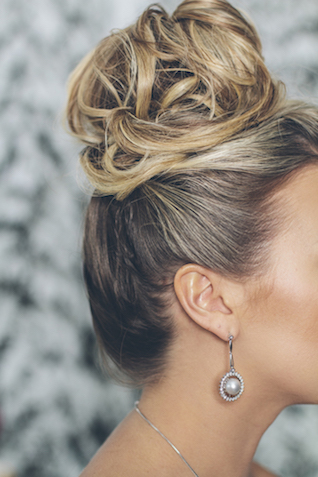 Stylish updo | Lauryn Ann Photography | see more on: http://burnettsboards.com/2015/12/ski-themed-winter-wedding/