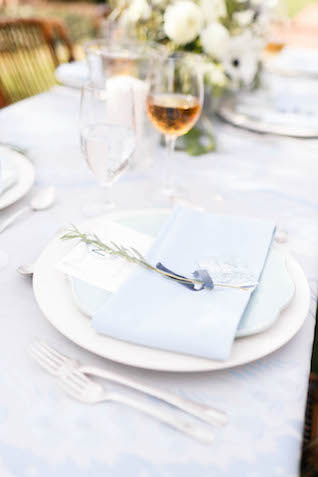 Soft blue tablescape | V.A. Photography | see more on: http://burnettsboards.com/2015/12/eastern-shore-wedding/