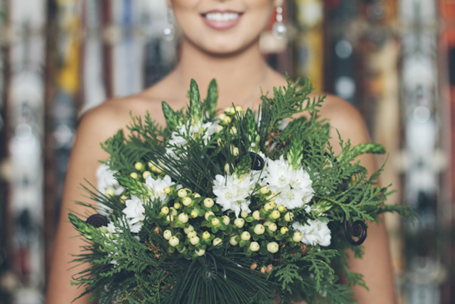 Winter bridal bouquet | Lauryn Ann Photography | see more on: http://burnettsboards.com/2015/12/ski-themed-winter-wedding/