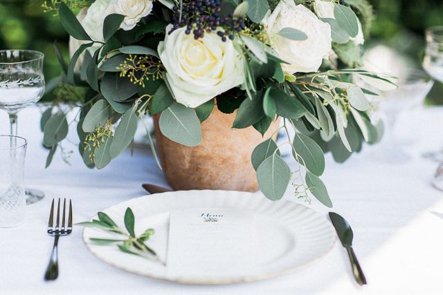 Garden wedding place setting | Bowtie and Belle Photography | see more on: http://burnettsboards.com/2015/12/grecian-garden-wedding-inspiration/