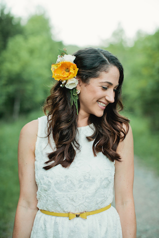 Retro bride | Kristyn Hogan and Cedarwood Weddings | see more on: http://burnettsboards.com/2015/12/yellow-metallic-mod-wedding/