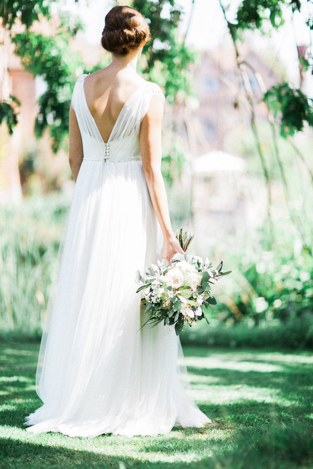 Grecian goddess wedding dress | Bowtie and Belle Photography | see more on: http://burnettsboards.com/2015/12/grecian-garden-wedding-inspiration/
