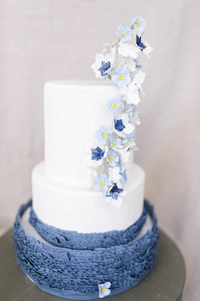 Hand-painted blue wedding cake with sugar flowers | V.A. Photography | see more on: http://burnettsboards.com/2015/12/eastern-shore-wedding/
