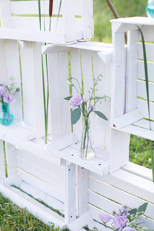 Crate backdrop | Stasya Dementyeva Photography | see more on: http://burnettsboards.com/2015/12/sky-inspired-engagement/