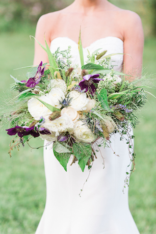 Unique bridal bouquet | Chris Loring Photography | see more on: http://burnettsboards.com/2015/12/roots-shoot-an-elegant-organic-farm-wedding/