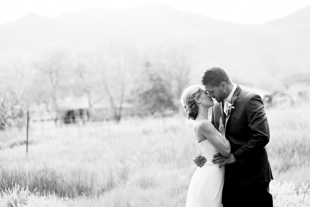 Colorado wedding | Chris Loring Photography | see more on: http://burnettsboards.com/2015/12/roots-shoot-an-elegant-organic-farm-wedding/