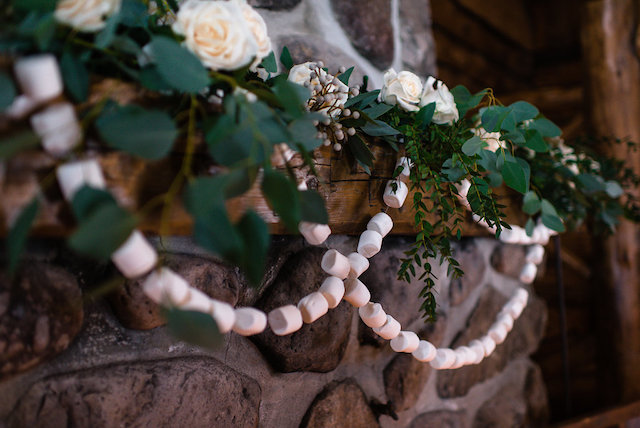 Marshmallow garlands | Lovely Peonies Photography | see more on: http://burnettsboards.com/2015/12/cozy-winter-wedding-knit-details/