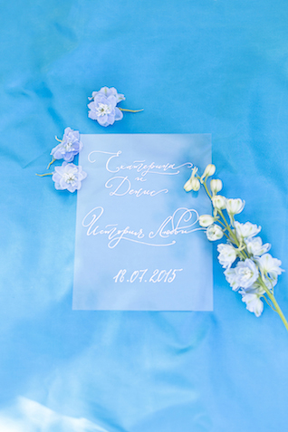 Blue with white calligraphy | Stasya Dementyeva Photography | see more on: http://burnettsboards.com/2015/12/sky-inspired-engagement/