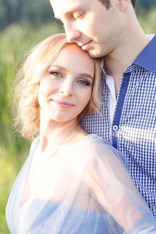 Romantic blue engagement session | Stasya Dementyeva Photography | see more on: http://burnettsboards.com/2015/12/sky-inspired-engagement/