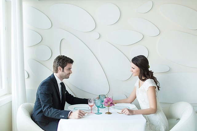 Modern wedding reception | Tyler Rye and My Italian Wedding Planner | see more on: http://burnettsboards.com/2015/11/mint-pink-styled-shoot-venice/