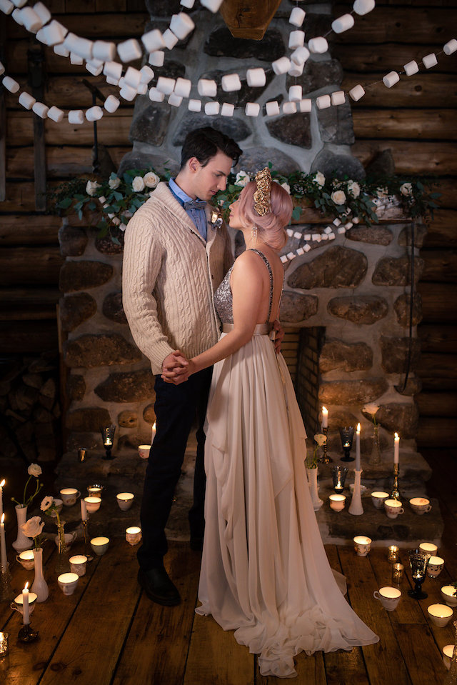 Romantic log cabin winter wedding | Lovely Peonies Photography | see more on: http://burnettsboards.com/2015/12/cozy-winter-wedding-knit-details/