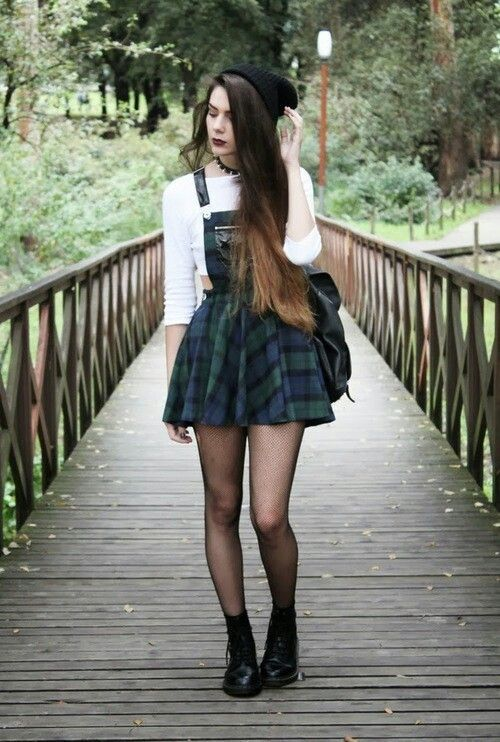 Stylish Outfit with Choker Necklace (6)