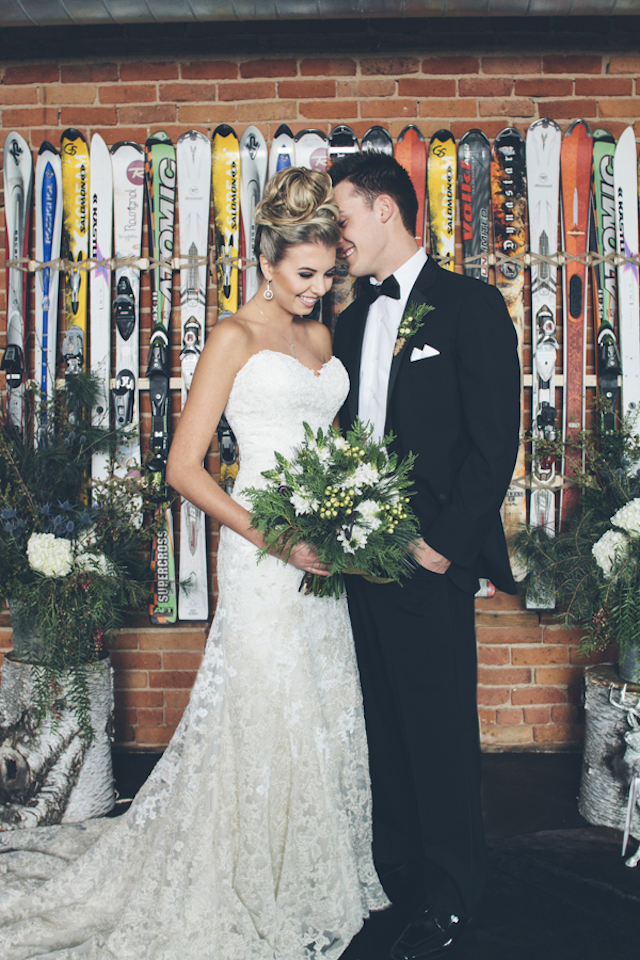 Ski themed wedding ceremony backdrop | Lauryn Ann Photography | see more on: http://burnettsboards.com/2015/12/ski-themed-winter-wedding/