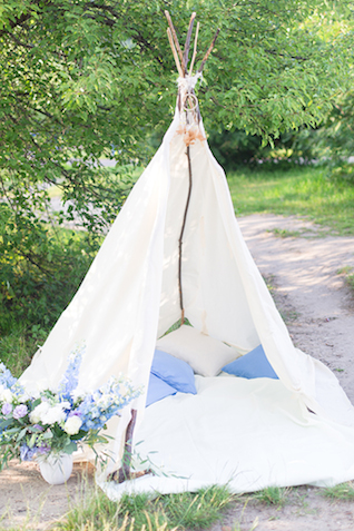 Engagement shoot teepee | Stasya Dementyeva Photography | see more on: http://burnettsboards.com/2015/12/sky-inspired-engagement/