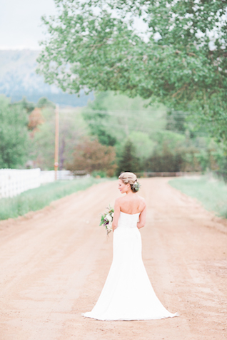 Classic wedding dress | Chris Loring Photography | see more on: http://burnettsboards.com/2015/12/roots-shoot-an-elegant-organic-farm-wedding/