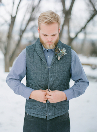 Groom's attire for a winter wedding | Shannon Von Eschen Photography | see more on: http://burnettsboards.com/2015/12/grooms-shoot/