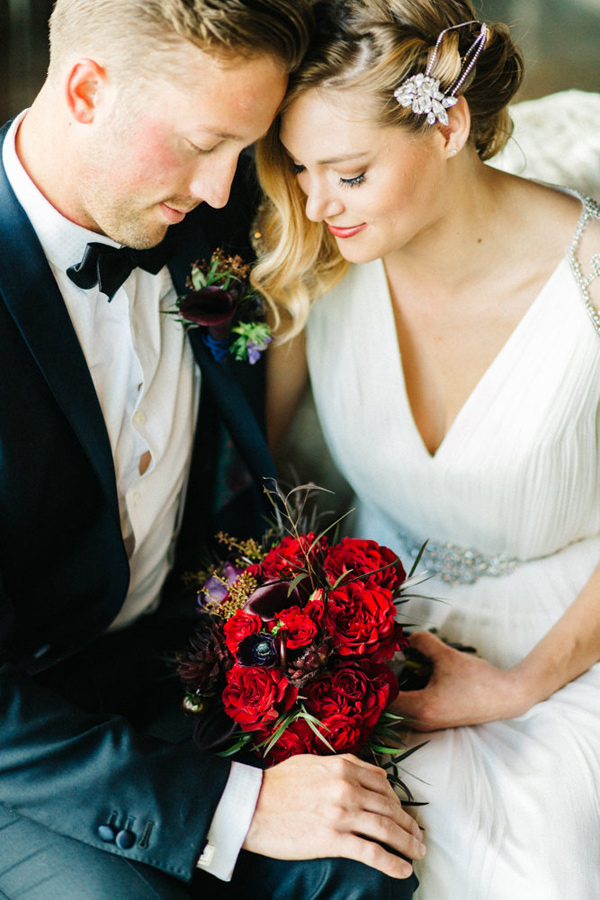 modern glam wedding - photo by Emily Sacco http://ruffledblog.com/glam-holiday-wedding-inspiration