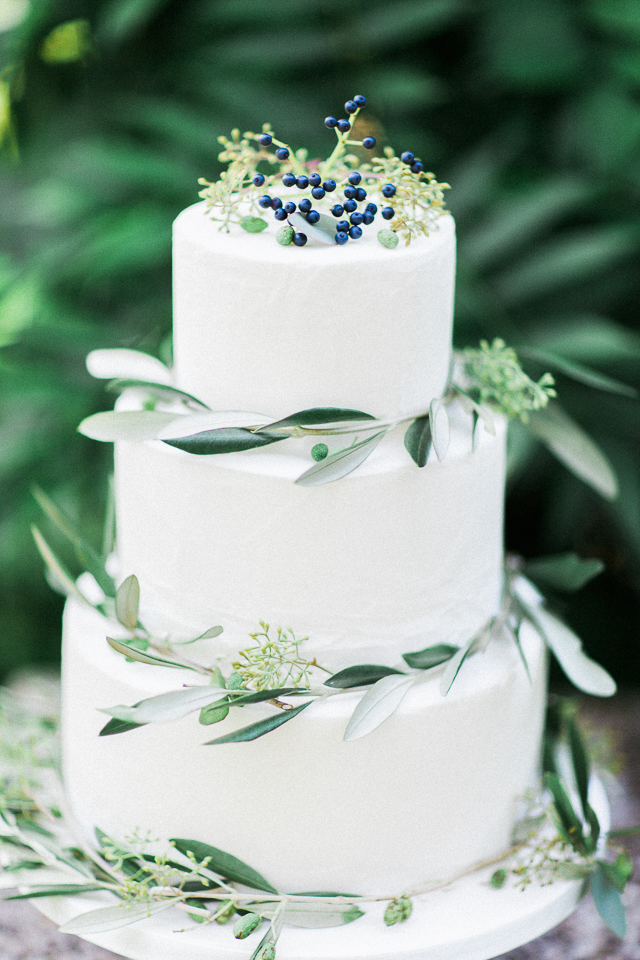 White wedding cake with eucalyptus | Bowtie and Belle Photography | see more on: http://burnettsboards.com/2015/12/grecian-garden-wedding-inspiration/