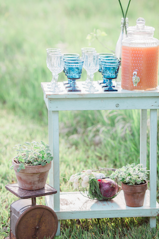 Drink station | Chris Loring Photography | see more on: http://burnettsboards.com/2015/12/roots-shoot-an-elegant-organic-farm-wedding/