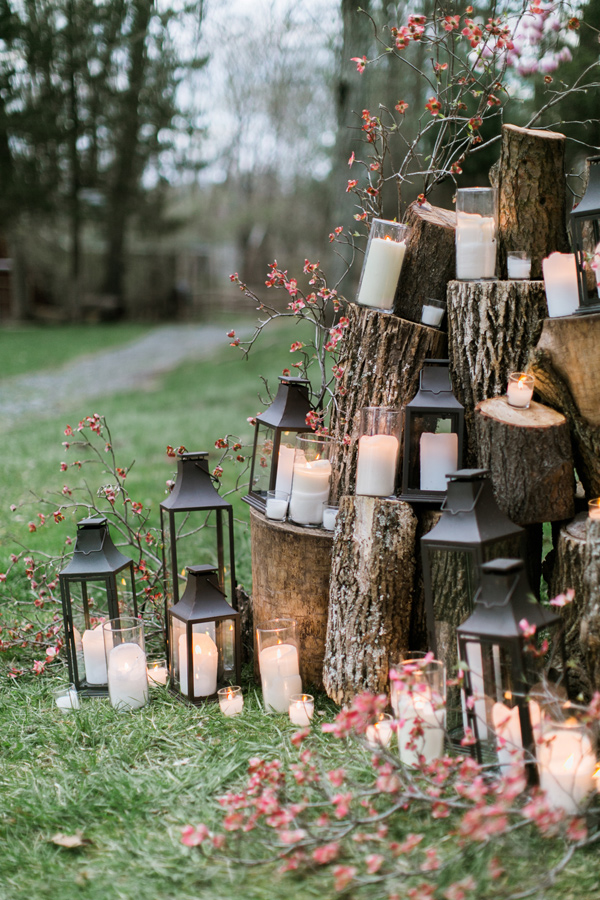 tree slice and lantern ceremony backdrop - photo by Emily Wren Photography http://ruffledblog.com/best-of-2015-wedding-ceremonies