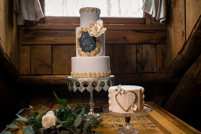 Winter wedding cakes | Lovely Peonies Photography | see more on: http://burnettsboards.com/2015/12/cozy-winter-wedding-knit-details/