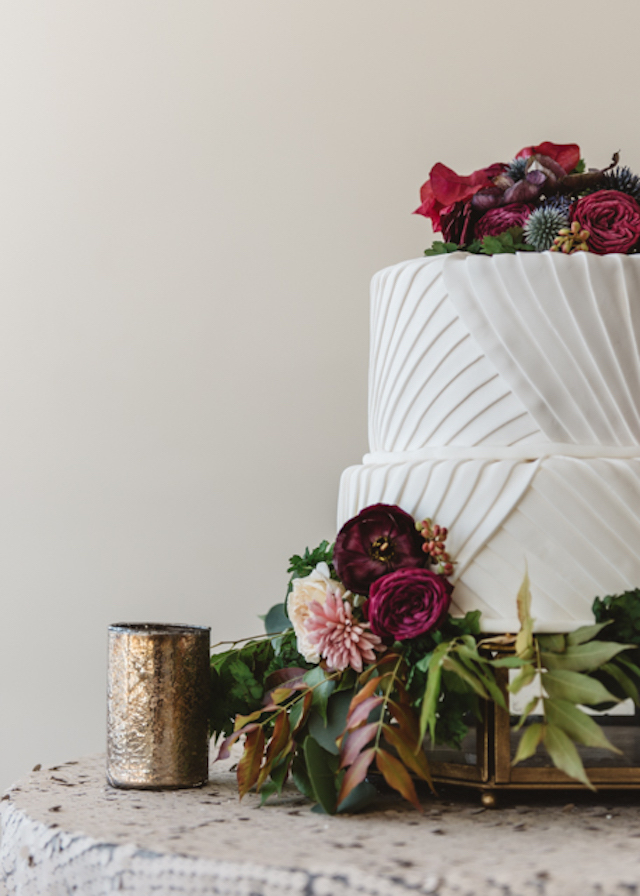 Cake with red flowers | Cari Courtright Photography | see more on: http://burnettsboards.com/2015/12/vintage-glam-bridal-boudoir/
