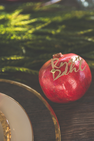 Pomegranate seating cards | Stephanie Ramsey and Melissa Malouf | see more on: http://burnettsboards.com/2015/12/christmas-wedding-ideas/