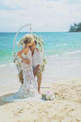 Maui boho chic editorial | Angie Diaz Photography | see more on: http://burnettsboards.com/2015/12/boho-glam-beach-anniversary-shoot-maui/