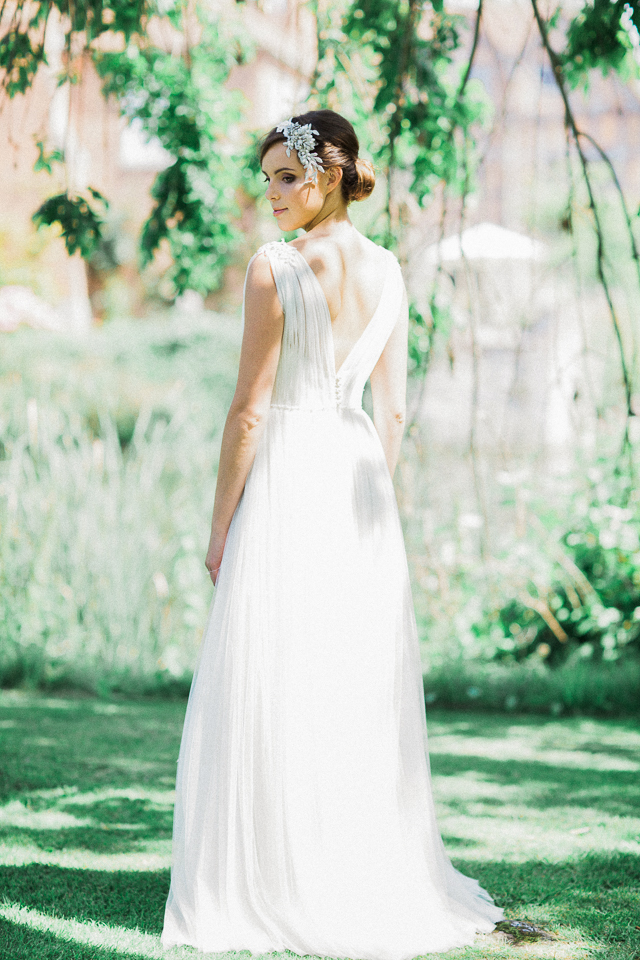 Romantic, classic wedding dress | Bowtie and Belle Photography | see more on: http://burnettsboards.com/2015/12/grecian-garden-wedding-inspiration/
