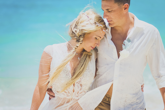 Boho anniversary session on the beach in Maui | Angie Diaz Photography | see more on: http://burnettsboards.com/2015/12/boho-glam-beach-anniversary-shoot-maui/