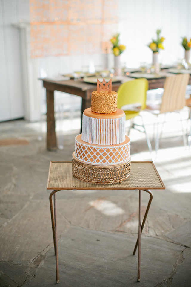 Metallic wedding cake | Kristyn Hogan and Cedarwood Weddings | see more on: http://burnettsboards.com/2015/12/yellow-metallic-mod-wedding/