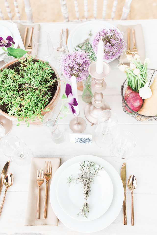 Organic farm wedding tablescape | Chris Loring Photography | see more on: http://burnettsboards.com/2015/12/roots-shoot-an-elegant-organic-farm-wedding/